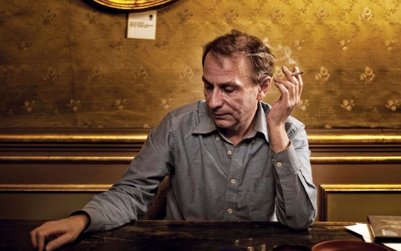 """Michel Houellebecq: """"Cu dragostea, cred, nu faci mofturi, o iei de pe unde-o intalnesti."""""""
