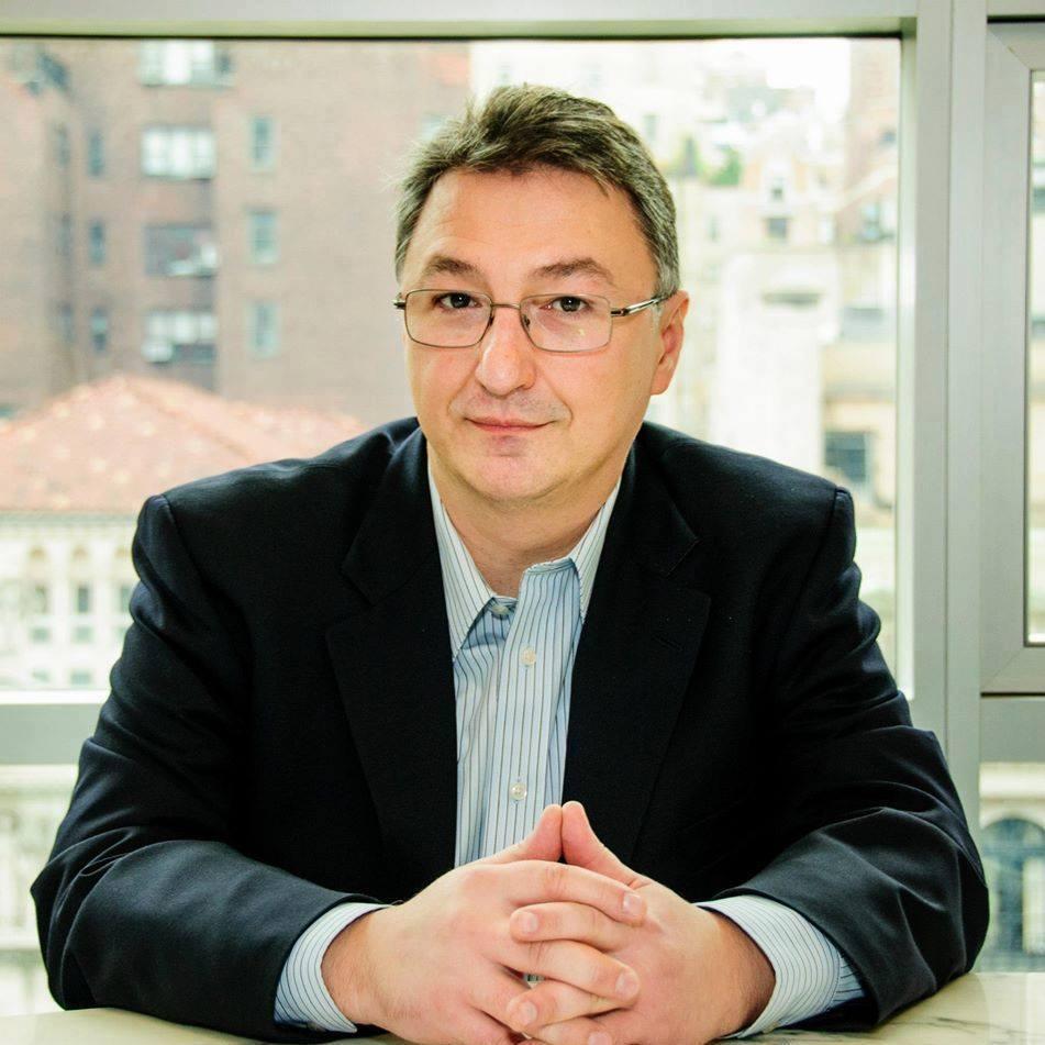 """Bogdan Suceavă: """"Cred că literatura vie e spațiul unde se produc idei noi, care își întâlnesc publicul."""""""
